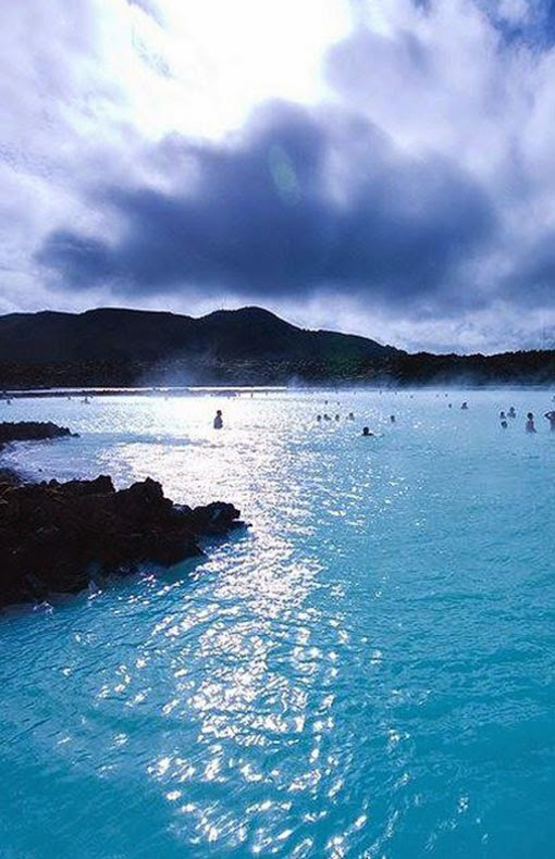 it takes approximately 20 minutes to drive from Keflavik International Airport to the Blue Lagoon and 45 minutes to drive from downtown Reykjavík to the Blue Lagoon. There is lots of free car parking.