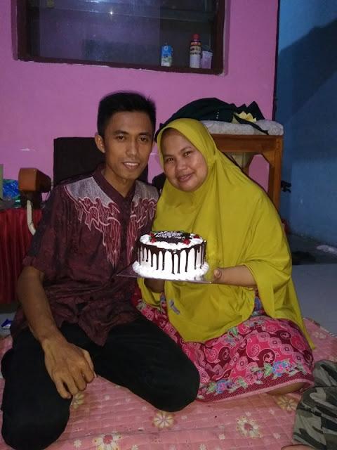 Foto Mahgfirah bersama suami di hari ulang tahun yang ke 34