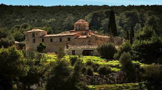 Πλήθος πιστών σε μοναστήρια κι εκκλησίες στη Πελοπόννησο