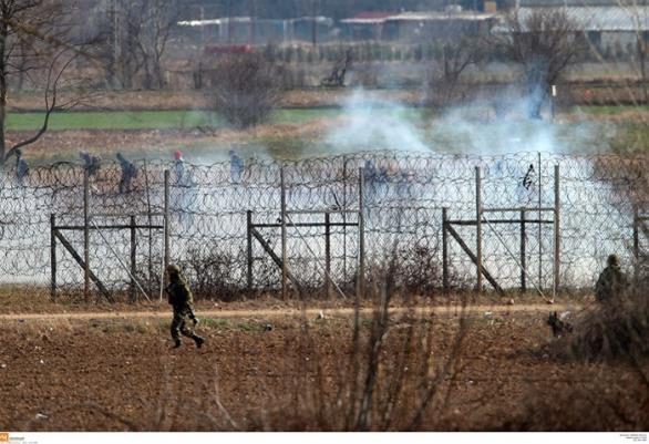 Τούρκοι ρίχνουν χημικά στον Έβρο