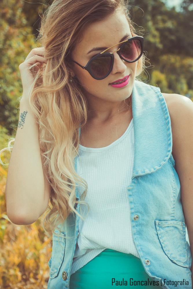 look com  colete jeans, saia e tênis - blog Ally Arruda