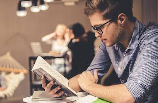 पुस्तकें पढ़ने की आदत पर निबंध | Reading is Good Habit