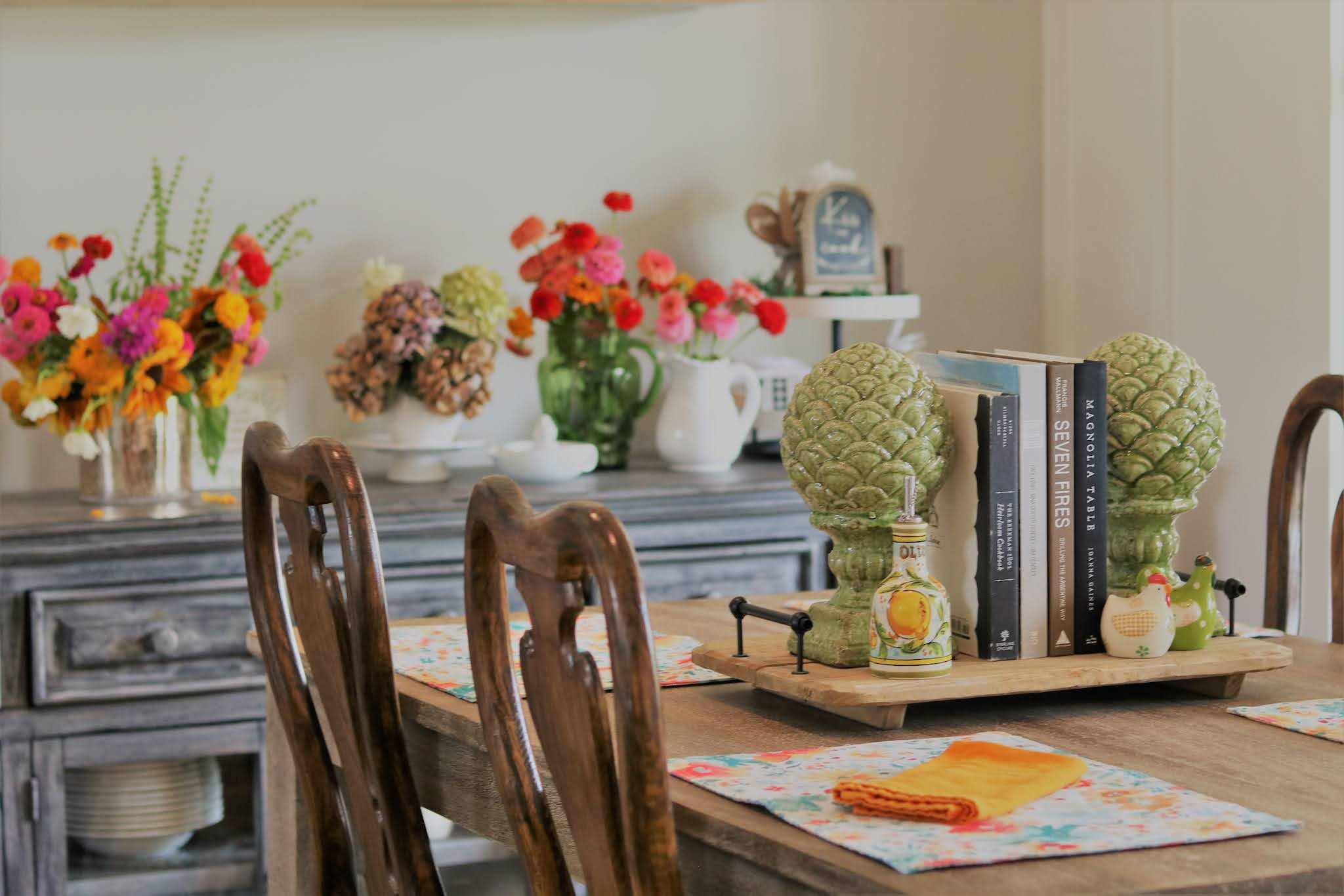 Summer-home-southern-tour-breakfast-floral-farmtable-athomewithjemma