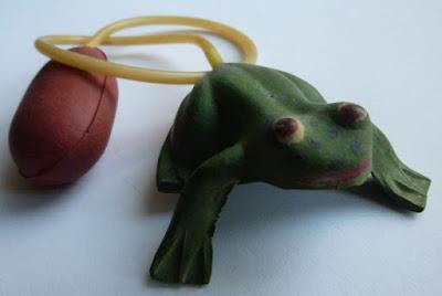 toy jumping frog village fair odpustowa gumowa żabka