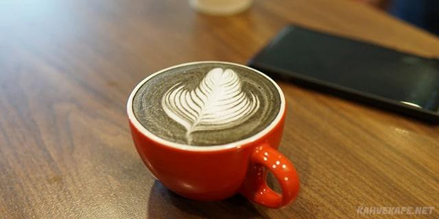siyah beyaz latte tarifi - www.kahvekafe.net