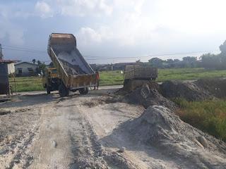 Penimbunan Senin 17 Feb 2020 lahan proyek rumah harga perdana dan promo HANYA 288 Juta Di Jl. Bunga Ester Padang Bulan Medan | Bunga Ester House