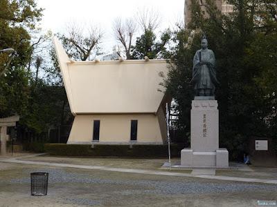豊臣秀頼公銅像