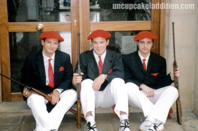 ¡Gora San Marcial! Nous, habillés en Soldats de l'Infanterie.
