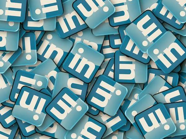 """Novo recurso do LinkedIn calcula salário """"justo"""" para cada emprego"""