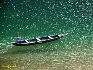 मेघालय यात्रा - डौकी में पारदर्शी पानी वाली नदी में नौकाविहार