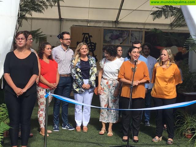 La presidenta del Consejo Regulador del Queso Palmero visita la XXXI Feria Insular de Artesanía en su primer acto