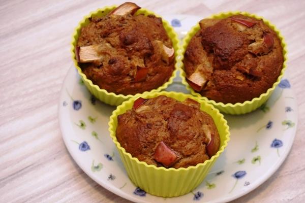 Muffinki bananowe bez cukru z jabłkami. Szybkie babeczki dla dzieci i nie tylko
