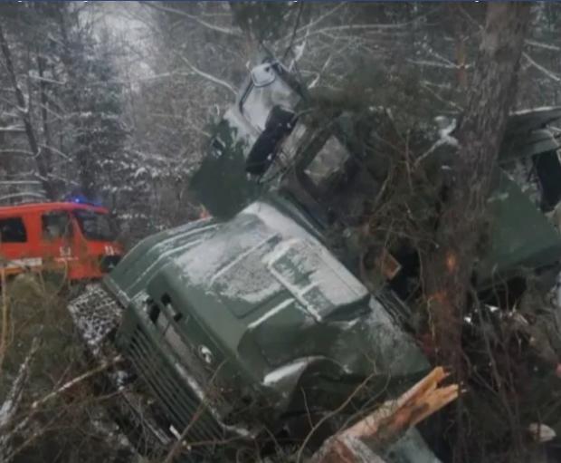 На львівщині перекинулася вантажівка з військовим