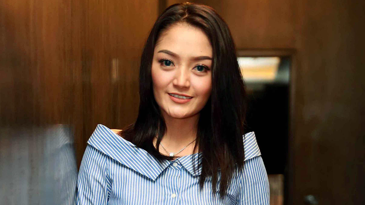 bibir tipis dan manis Siti Badriah