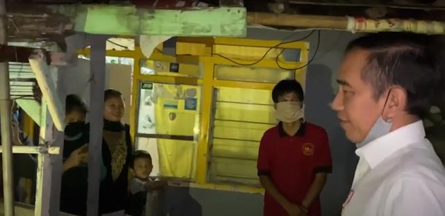 Video Jokowi Blusukan Bagikan Sembako Kepada Warga Terdampak Covid-19 di Sempur, Bogor