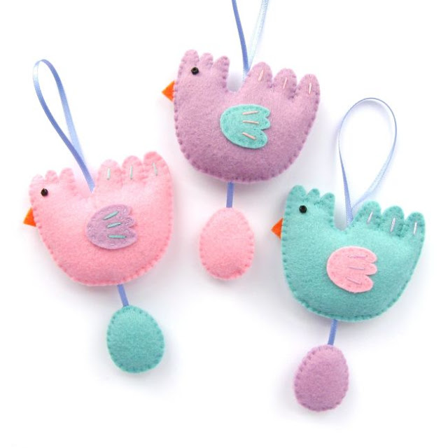 http://bugsandfishes.blogspot.co.uk/2018/03/felt-chicken-egg-easter-ornaments-tutorial.html