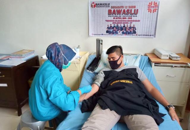 Badan Pengawas Pemilu (Bawaslu) Kabupaten Agam menggelar donor darah dalam memperingati Hari Ulang Tahun ke-12,  Kamis (9/4/2020)