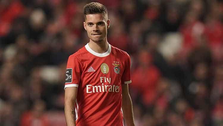 Julian Weigl hires new agent, is Benfica exit next?
