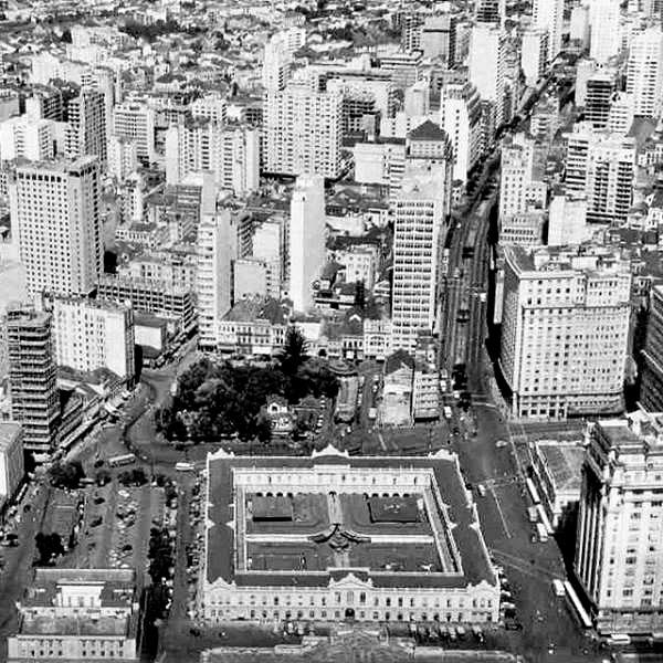 Vista aérea do Mercado Público de Porto Alegre, em 1970