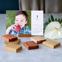 「本当に500円?」と驚かれる、TOLOT卓上カレンダーの木製スタンドのこだわり