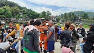 Ombak Pantai  Karang Sari Palabuhanratu Menelan Dua Korban Anak