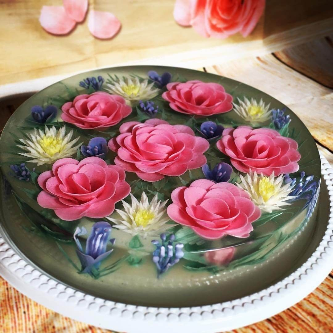06-Encapsulated-Camellias-and-Daisies-Siew-Heng-Boon-Flowers-in-Food-Art-3D-Jelly-Cakes-www-designstack-co