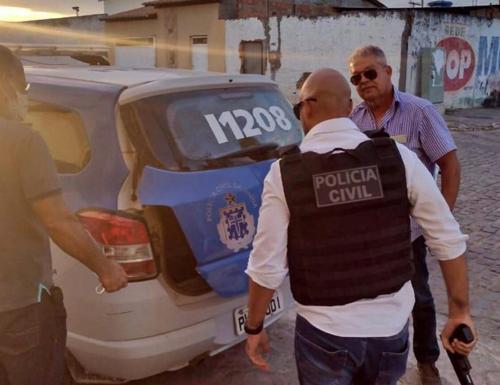 Homem armado com revólver vai à delegacia pedir emprego de carcereiro e acaba preso