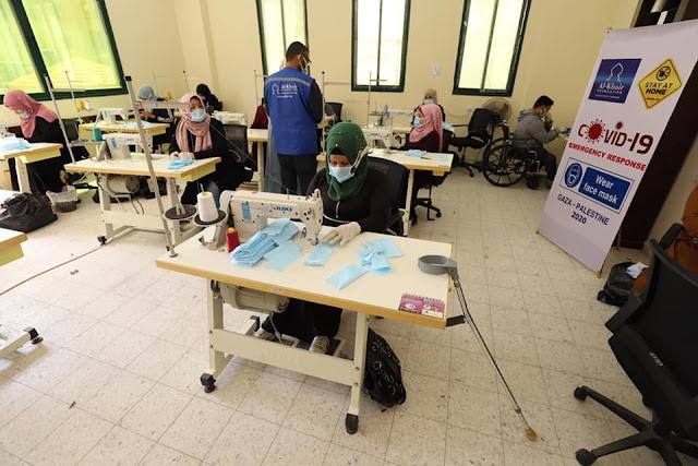 بدء تشغيل النساء والشباب من فئة ذوي الإعاقة لإنتاج الكمامات الطبية