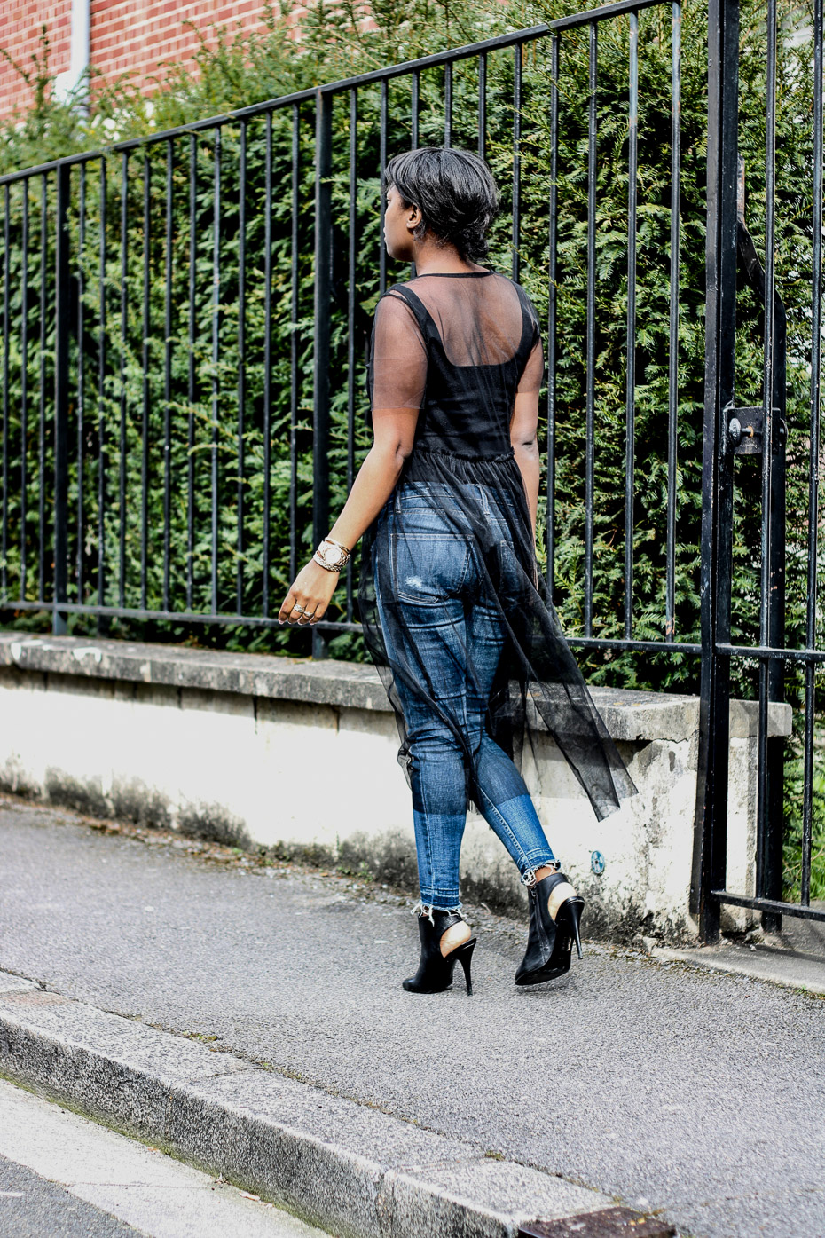robe-en-tulle-jeans-slim