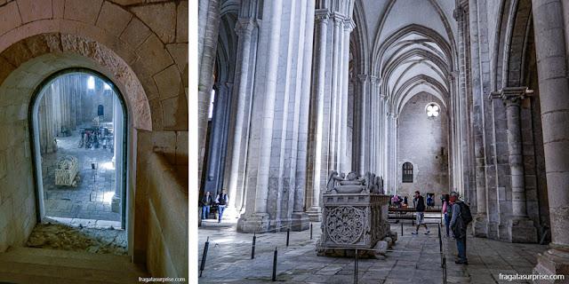 Túmulos de Pedro I e Inês de Castro no Mosteiro de Alcobaça, Portugal