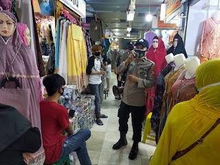 Melalui Patroli Dialogis, Satbinmas Polres Pelabuhan Makassar Imbau Prokes dipusat Perbelanjaan