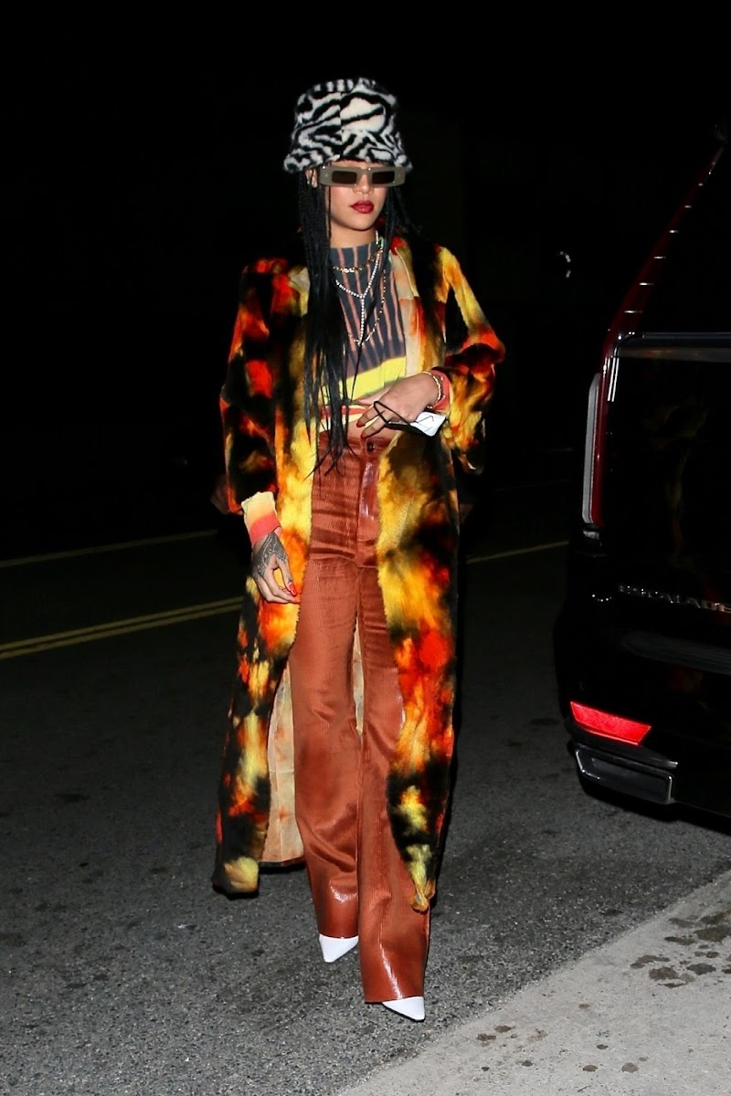 Rihanna Clicked Outside for Dinner in Santa Monica 17 Apr-2021