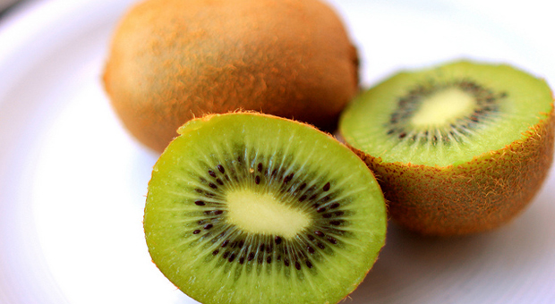 Amazing Benefits and Uses Of Kiwi