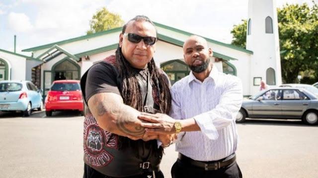 Geng Motor Paling Ditakuti di Selandia Baru Jaga Masjid saat Muslim Jumatan
