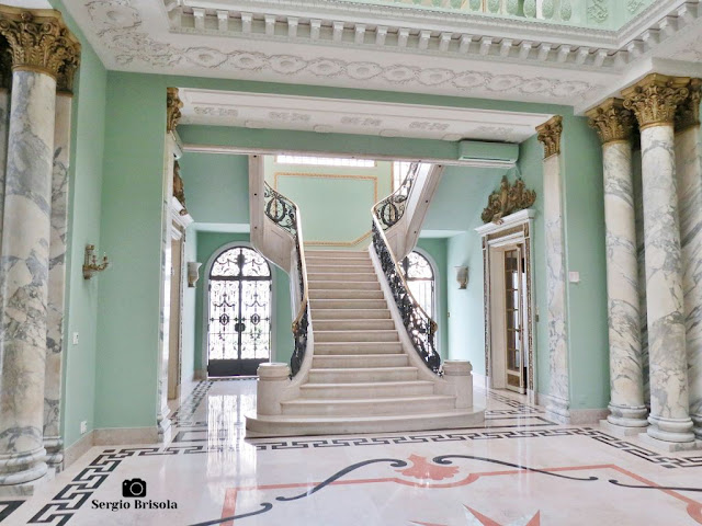 Palacete Violeta (Colunas e escadaria central)