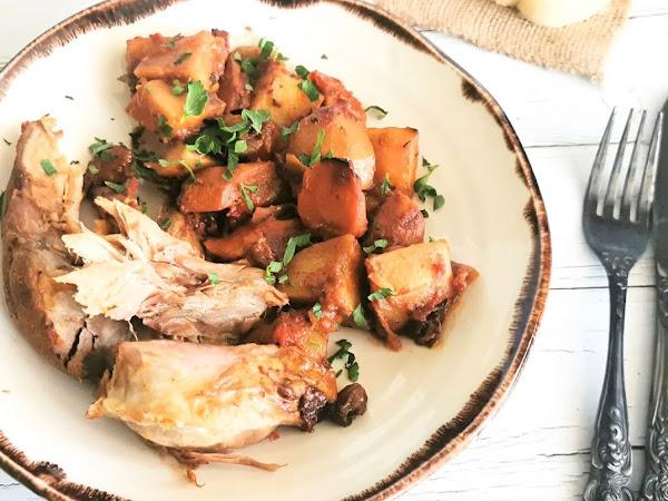 Бавно печен свински джолан със зеленчуци
