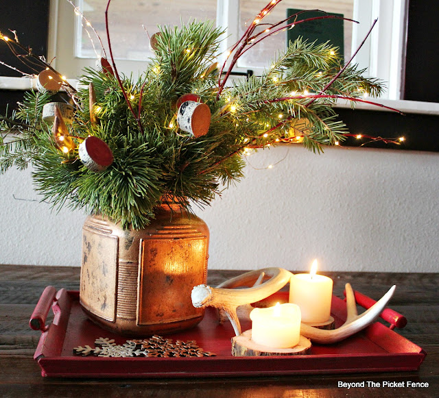 Christmas Centerpiece, rustic decor, copper glass, antlers, fairy lights, https://goo.gl/oJunq7