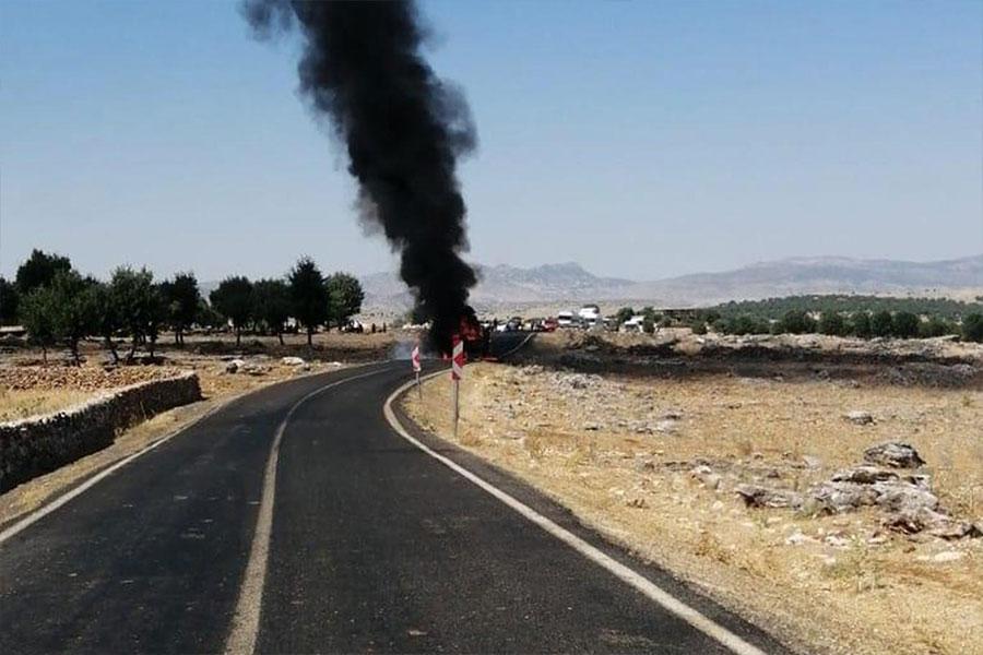 Diyarbakır-Hani Karayolunda lastik dolu kamyon alev alev yandı