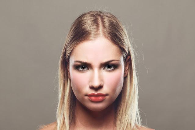 هل احمرار الوجه ناتج عن مرض بالأعضاء الداخلية؟ قد يكون علامة على مرض الكبد