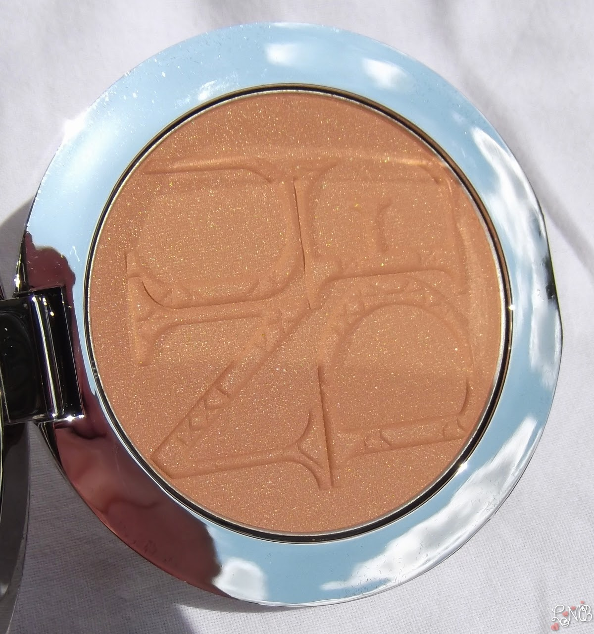 DIOR  Diorskin Nude Tan - Nude Glow Sun Powder - 001 Miel/Honey , Irisés visibles selon l'angle et la luminosité