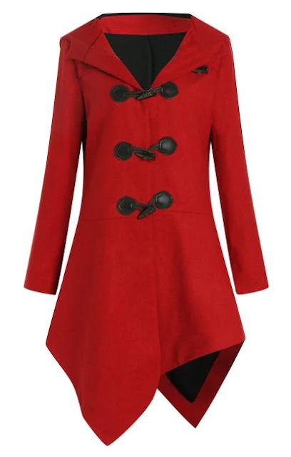 Chaqueton en rojo con botones en negro y capucha grande