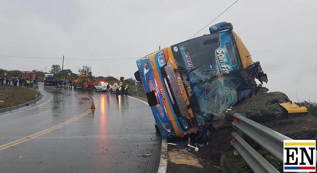 Un bus se accidentó en la vía a Baños