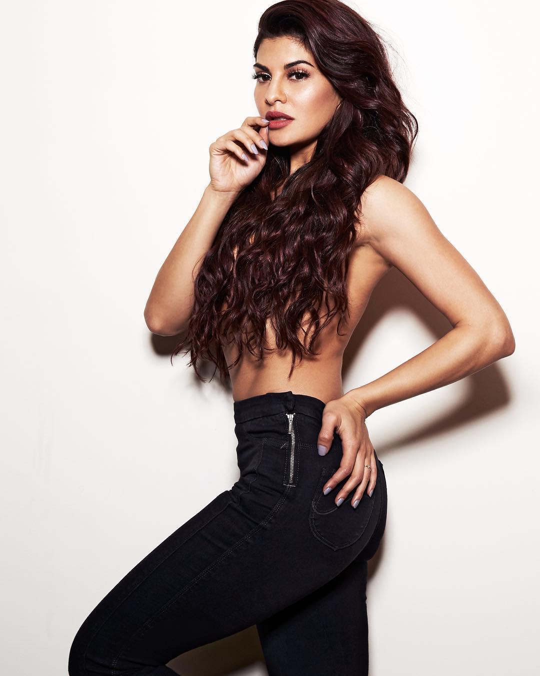 Jacqueline Fernandez top less pic