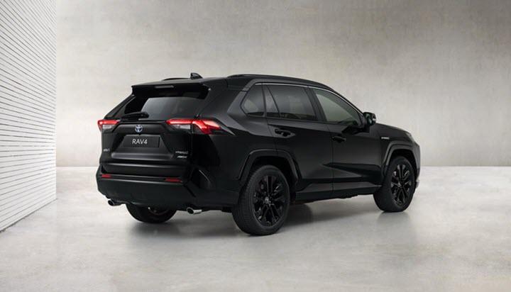 Toyota RAV4 có bản đặc biệt đen từ ngoài vào trong