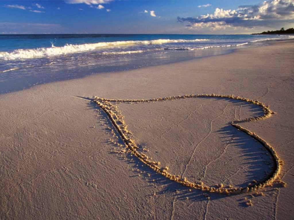 wallpeper-love-in-she-sand
