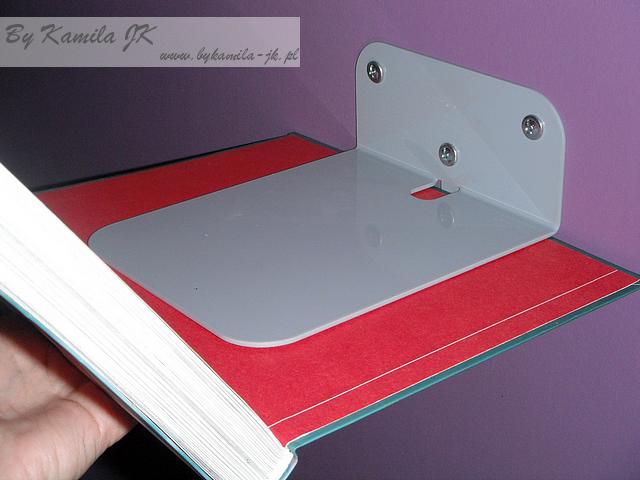 Niewidzilna półka na książki montaż jak się trzyma książka