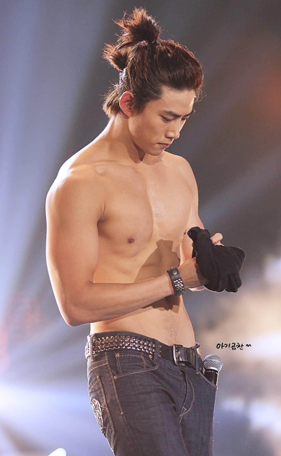 go see GEO ...: Shirtless Sunday Slurpee: Taecyeon  go see GEO ...:...