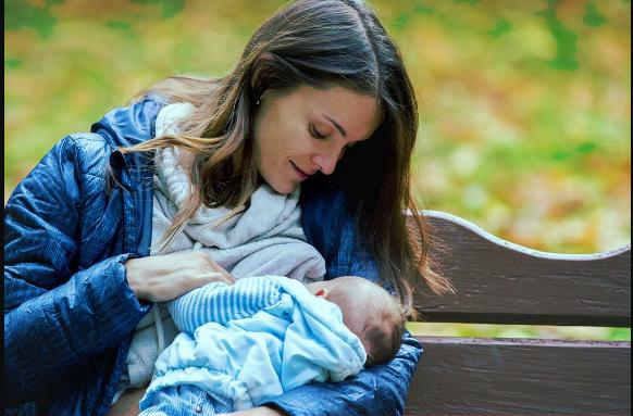 العلاقة بين الرضاعة الطبيعية والمغص .