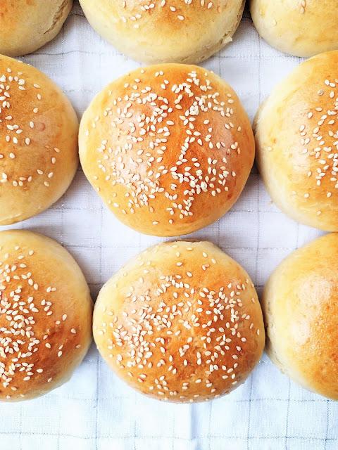 Maślane bułki do hamburgerów przepis