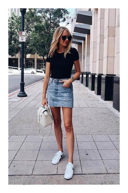 outfit falda corta con tenis